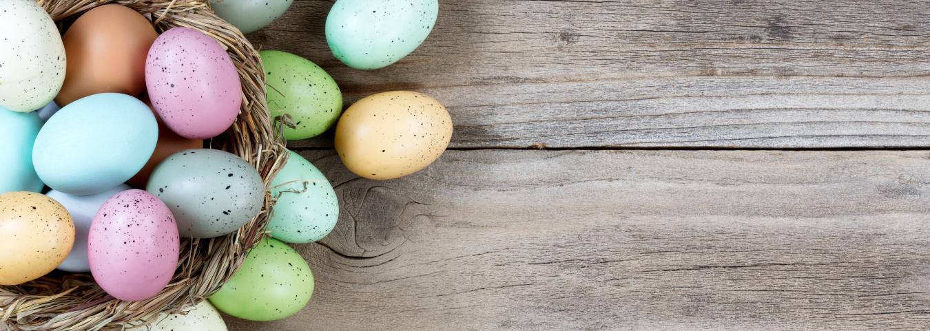 Eierschalenkerzen und Frühlingsdeko